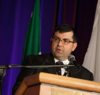 Photo of Tony Bouza at the podium speaking at the Montreal Conference.