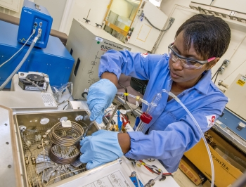 Woman working in a lab.