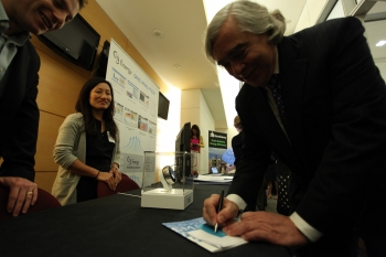 Secretary Moniz checks out the Innovation Showcase
