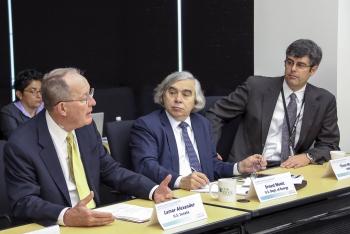 Energy Secretary Moniz at laboratory directors' meeting at ORNL