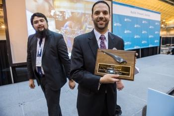 Jose Zayas receives award.