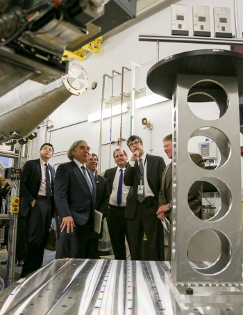 Energy Secretary Moniz at the VULCAN diffractometer