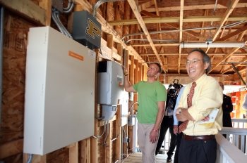 Secretary Chu Explores Purdue's Garage