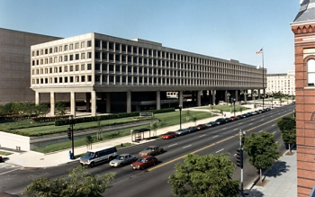 Photo of DOE Forrestal building taken from down Independence Avenue.