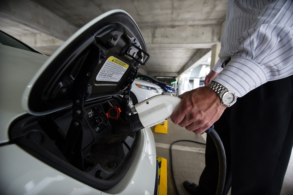 Buying and Driving Fuel Efficient and Alternative Fuel Vehicles ...