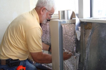 """The unique internal construction of the gas-filled panels developed at the Lawrence Berkeley National Laboratory in California are as effective barriers to heat as its pink fibrous counterparts with less material in less space. <a href=""""http://energy.gov/articles/berkeley-labs-gas-filled-insulation-rivals-fiber-buildings-sector"""">Learn more about this cost-effective, energy-efficient insulation</a>."""