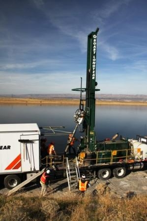 Workers drilled 171 wells along the shoreline of the Columbia River, which runs through the Site. The new wells will help extend a chemical groundwater barrier in the soil by half a mile along the river to contain radioactive contamination in the groundwater (strontium-90).