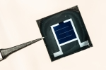 A silicon and perovskite tandem photovoltaic cell