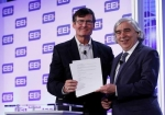 Tom Kuhn, President of EEI and Secretary Moniz at the MOU signing on Monday, June 8, at Edison Electric Institute (EEI) Annual Convention in New Orleans, LA.   Photo courtesy of EEI