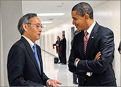 Photo of President Obama and Secretary Chu talking.