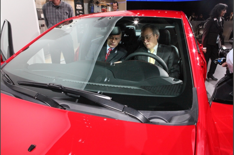 1. Secretary Chu at the Detroit Auto Show