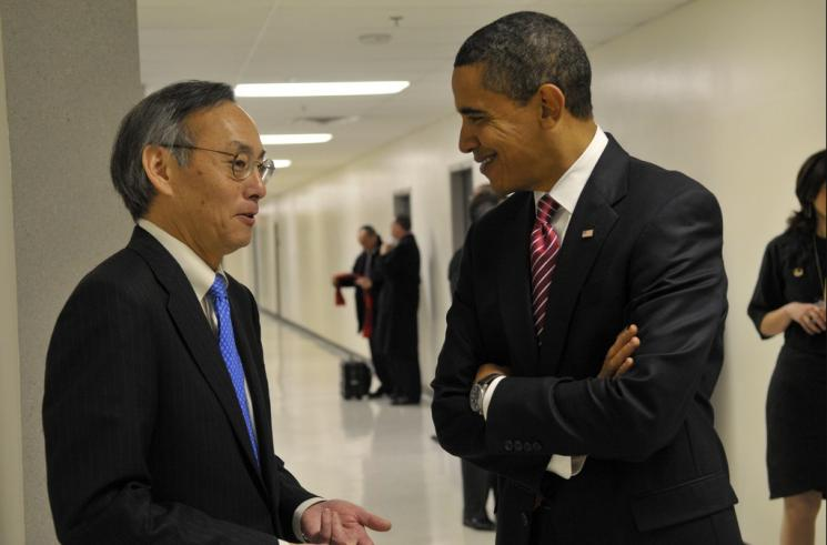Energy Secretary Steven Chu speaks with President Barack Obama. | Energy Department Photo