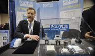 William Mouat explains the PolyPlus battery technology. | Energy Department photo, credit Ken Shipp.